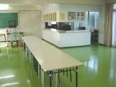 【明るく清潔な食堂】
